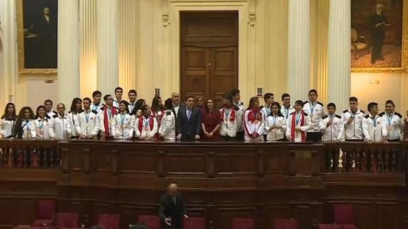 Congreso rinde homenaje a medallistas