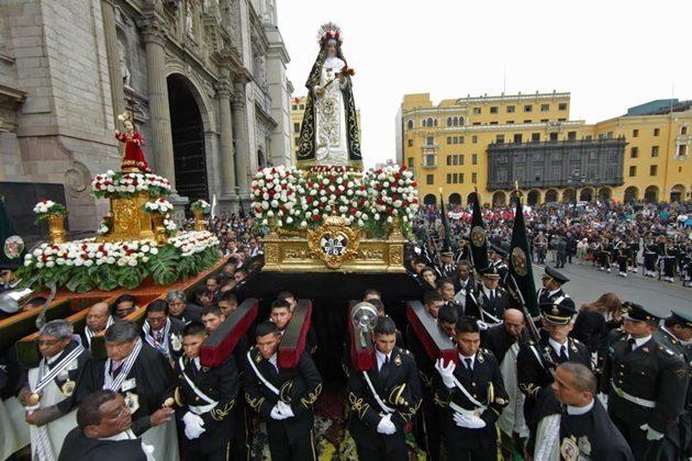 Policía Nacional homenajea a Santa Rosa de Lima en su día