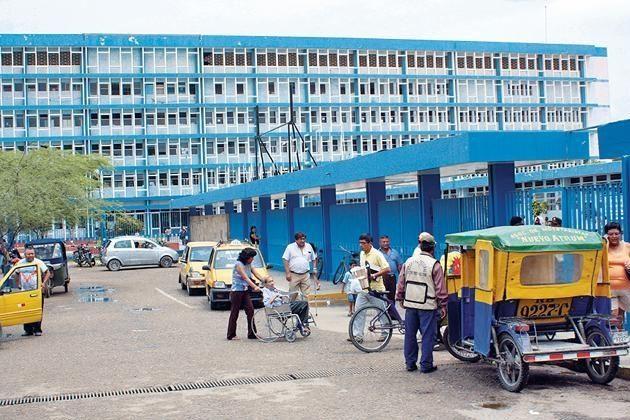 Comercio informal se mantiene en exteriores del hospital regional