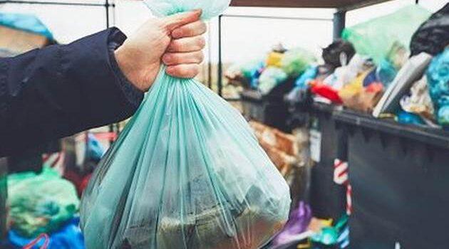 Pese a prohibición por ley, el uso de plástico no cesa en Piura