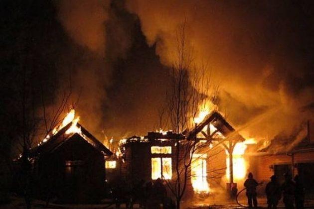 Solicitan apoyo para sepultar a familia fallecida en incendio de su vivienda
