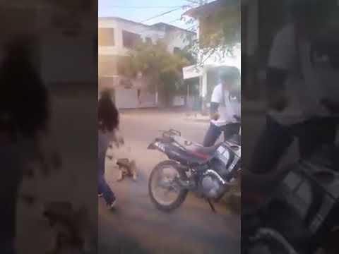 Maltrato animal: Amarró a su perro a la motocicleta en marcha