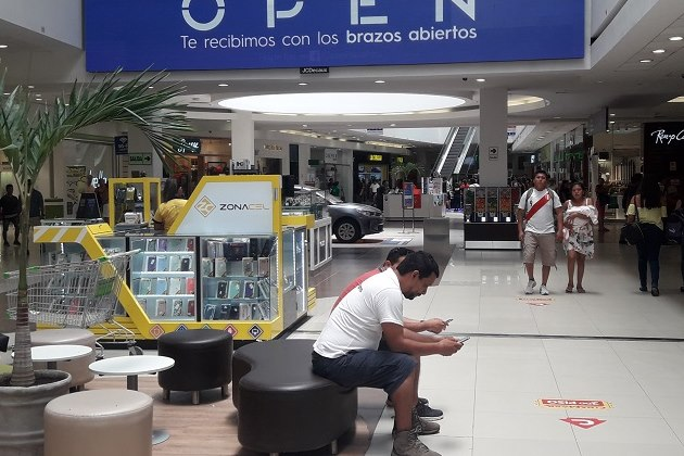 Clausuran y multan tiendas dentro de conocido centro comercial