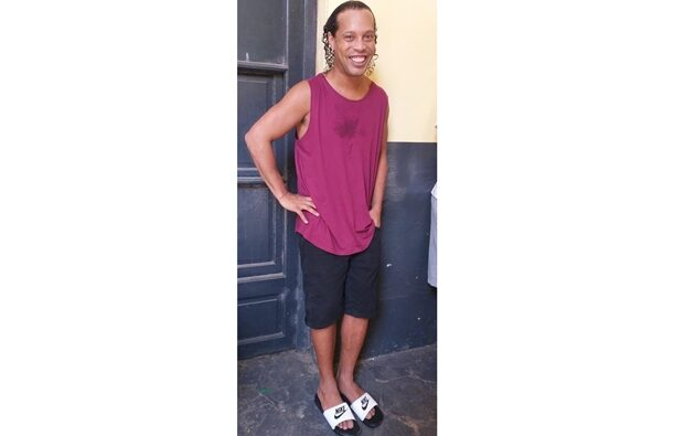 Revelan la primera foto de Ronaldinho detenido en Paraguay