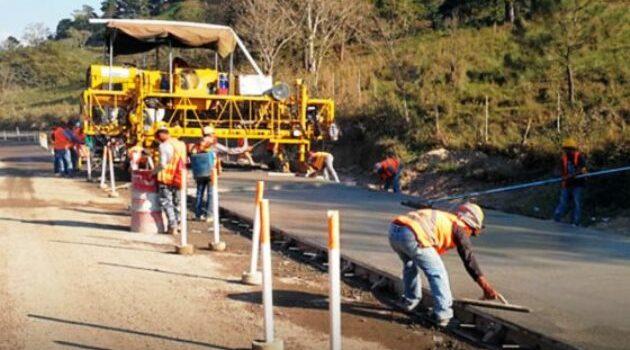 Reactivan la economía en La Libertad con obras de mantenimiento vial
