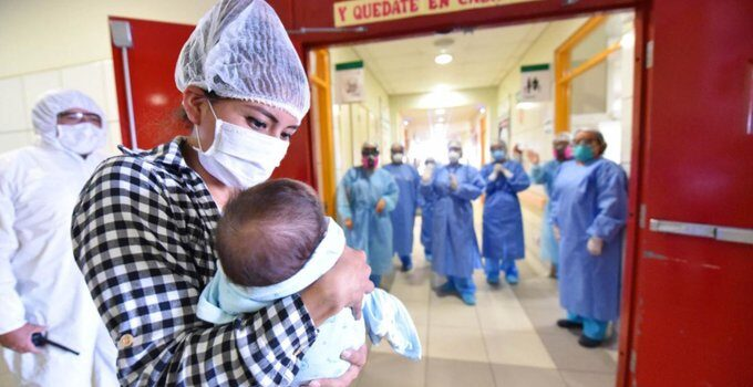Operan exitosamente a Dilan el bebé que nació con el sistema cardiovascular invertido