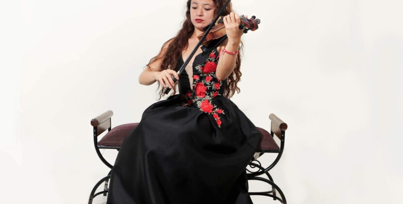 Jóvenes utilizan el Concierto del Bicentenario para promover la cultura