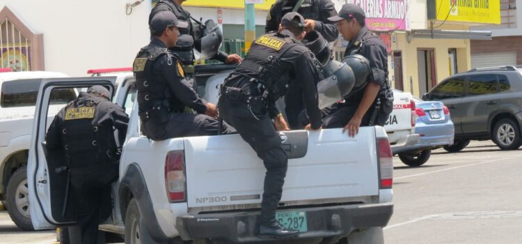 Durante operativos multan y clausuran inmobiliaria y locales en Piura