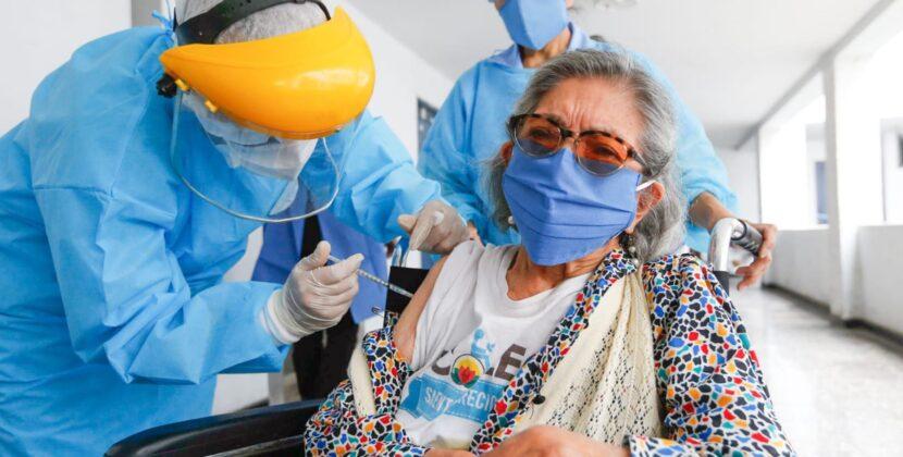 Adultos mayores pueden verificar cuando serán vacunados