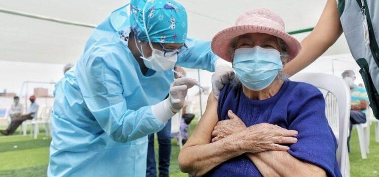 Vacunación a mayores de 60 años ya inició en distritos de Trujillo